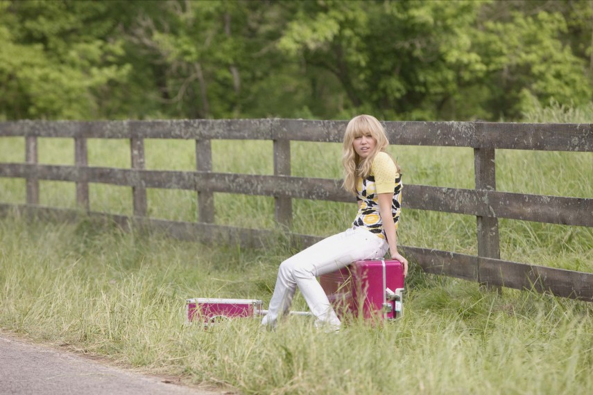 /db_data/movies/hannahmontanathemovie/scen/l/681_00063R_.jpg