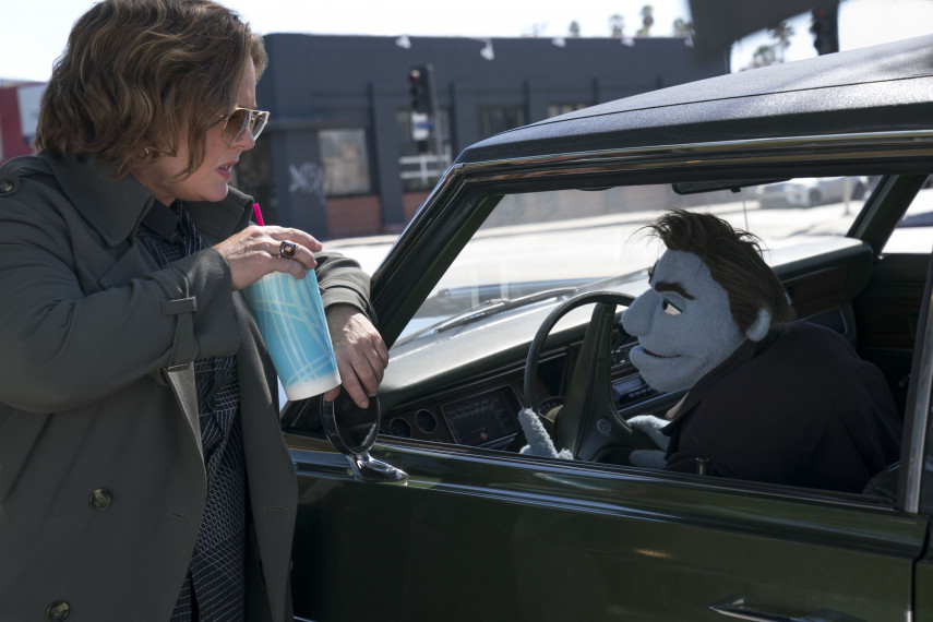 /db_data/movies/happytimemurders/scen/l/410_01_-_Connie_Melissa_McCart.jpg