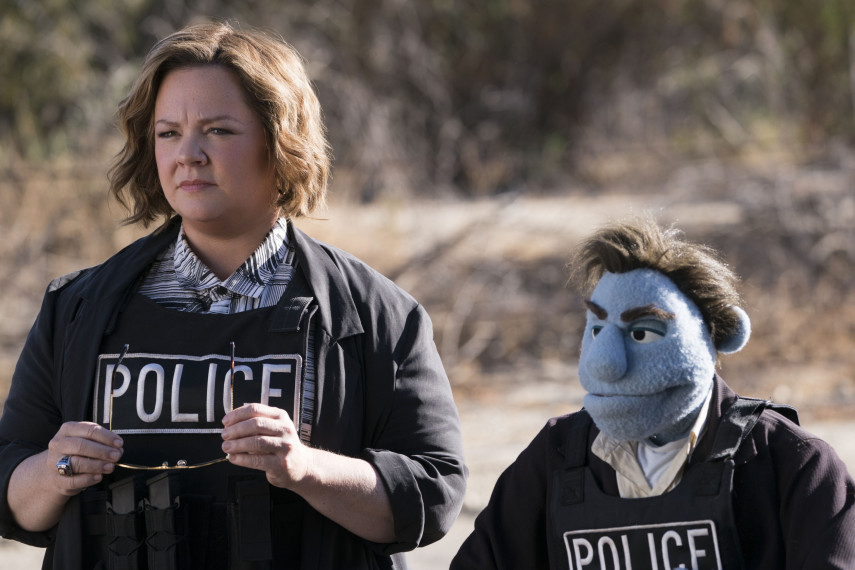 /db_data/movies/happytimemurders/scen/l/410_02_-_Connie_Melissa_McCart.jpg
