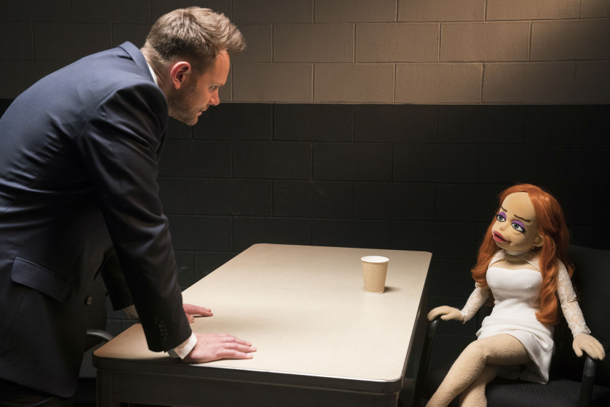 /db_data/movies/happytimemurders/scen/l/410_10_-_Agent_Campbell_Joel_McHale.jpg