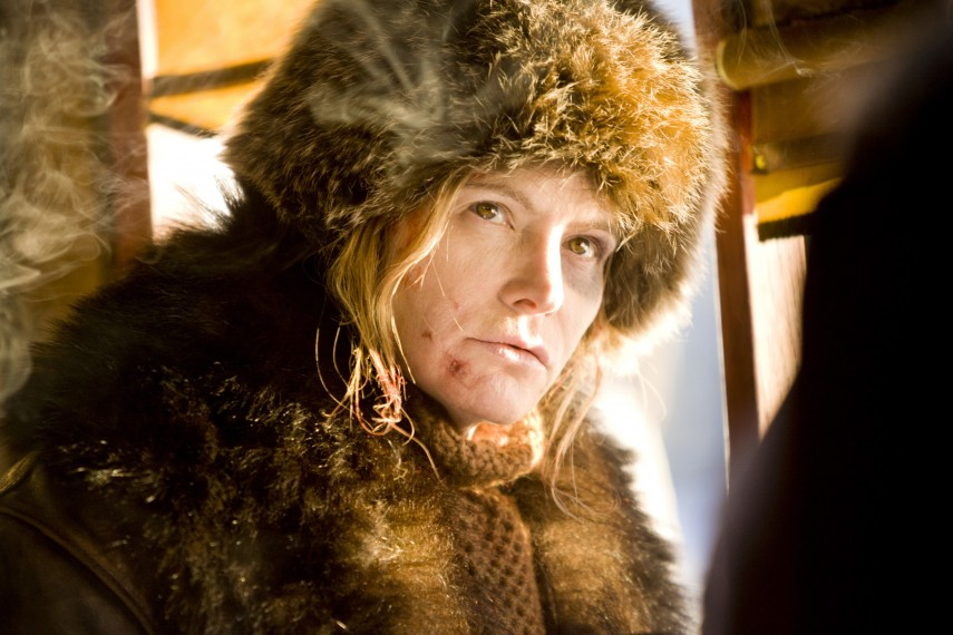 /db_data/movies/hatefuleight/scen/l/410_07__Daisy_Domergue_Jennife.jpg