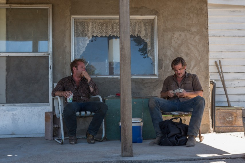 /db_data/movies/hellorhighwater/scen/l/410_02_-_Tanner_Ben_Foster_Toby_Chris_Pine.jpg