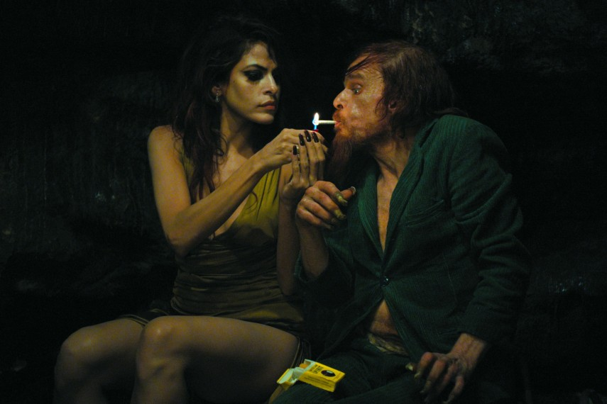 /db_data/movies/holymotors/scen/l/holymotors9.jpg