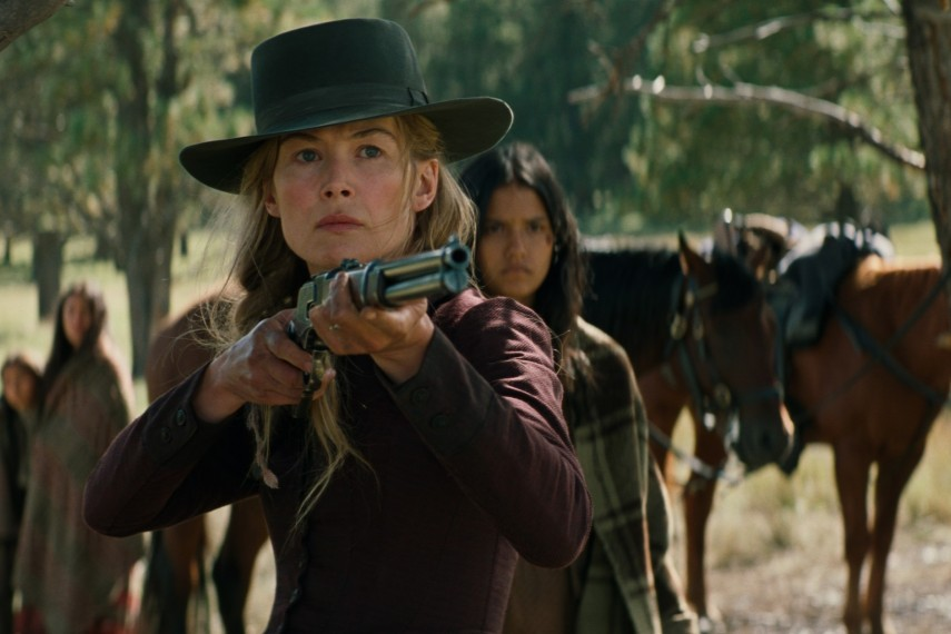 /db_data/movies/hostiles/scen/l/410_02_-_Rosalie_Quaid_Rosamun.jpg