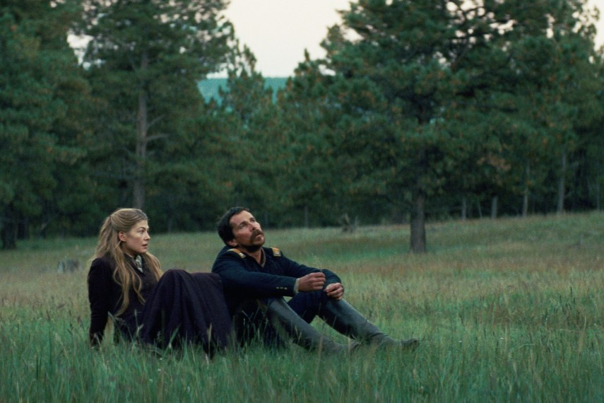 /db_data/movies/hostiles/scen/l/410_11_-_Rosalie_Quaid_Rosamun.jpg