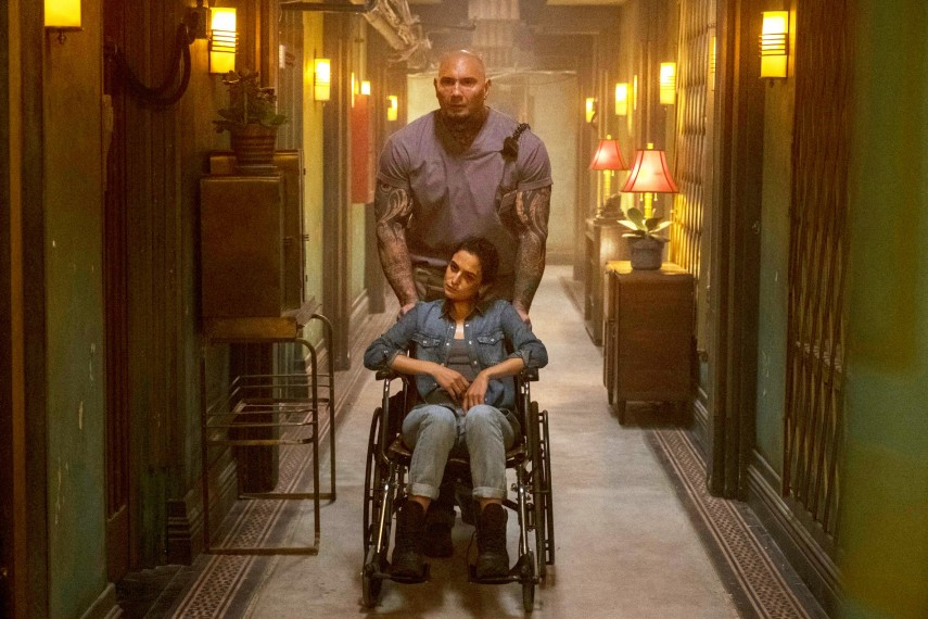 /db_data/movies/hotelartemis/scen/l/410_08_-_Everest_Dave_Bautista.jpg