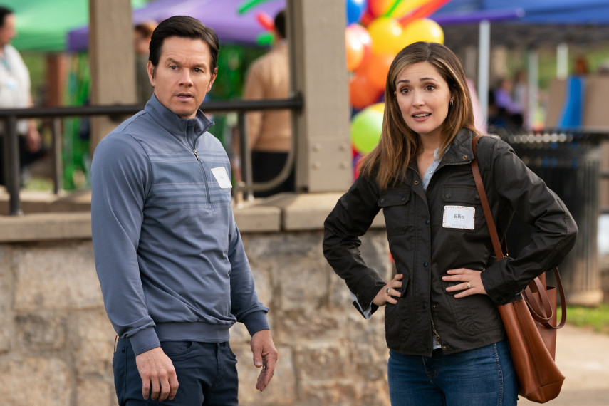/db_data/movies/instantfamily/scen/l/410_01_-_Pete_Mark_Wahlberg_Ellie_Rose_Byrne.jpg