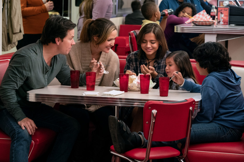 /db_data/movies/instantfamily/scen/l/410_02_-_Pete_Mark_Wahlberg_Ellie_Rose_Byrne.jpg