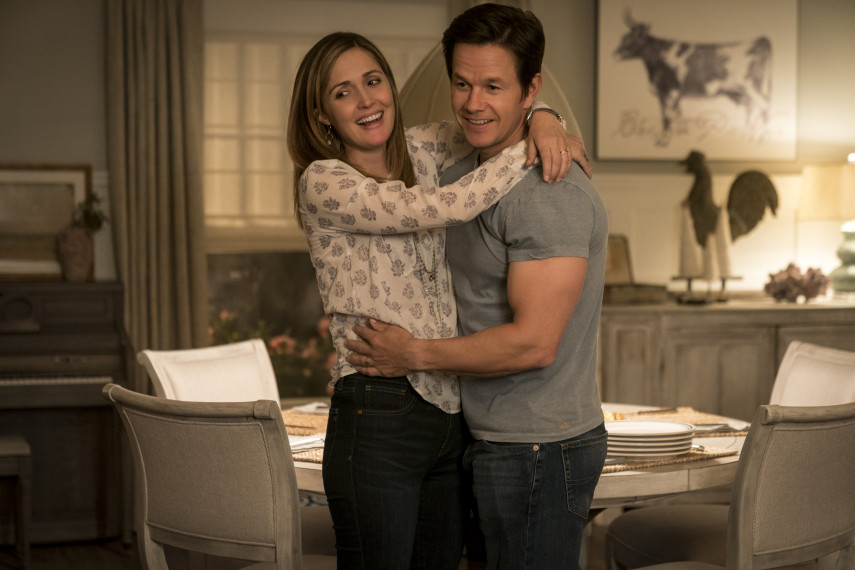 /db_data/movies/instantfamily/scen/l/410_04_-_Ellie_Rose_Byrne_Pete_Mark_Wahlberg.jpg