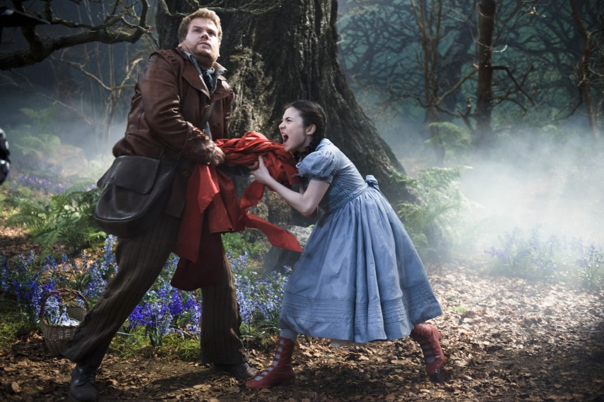 /db_data/movies/intothewoods/scen/l/410_16__The_Baker_Corden_Red_R.jpg