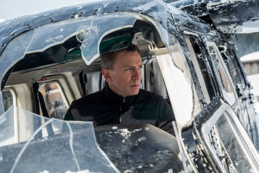 /db_data/movies/jamesbond24/scen/l/410_07__James_Bond_Daniel_Craig.jpg