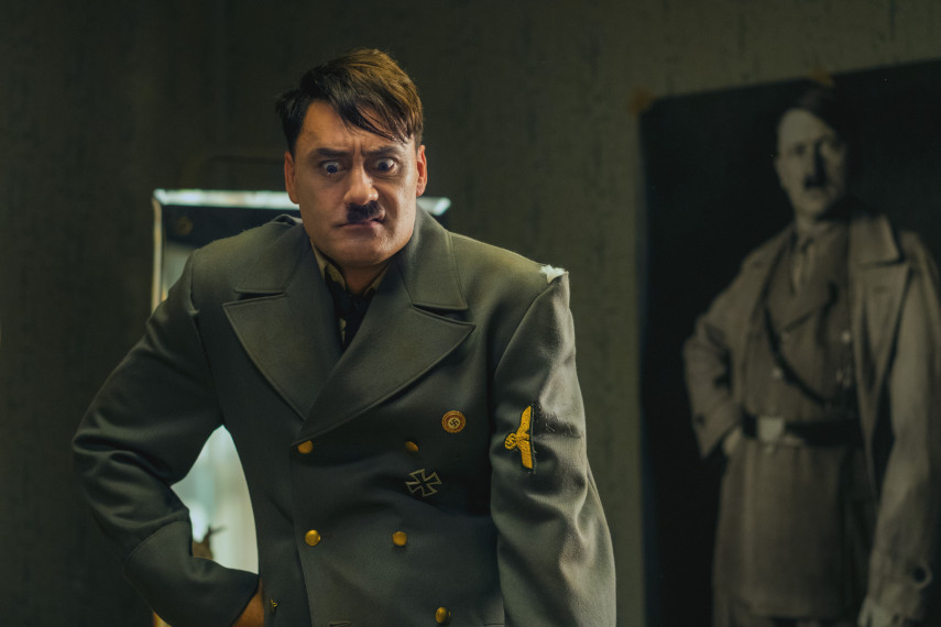 /db_data/movies/jojorabbit/scen/l/410_14_-_Adolf_Taika_Waititi_ov_org.jpg
