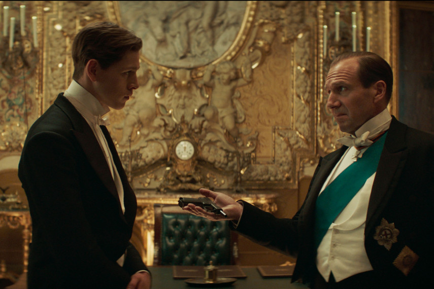 /db_data/movies/kingsman3/scen/l/410_02_-_Conrad_Harris_Dickins.jpg