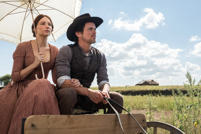 /db_data/movies/magnificentseven/scen/l/410_10_-_Haley_Bennett_and_Matt_Bomer.jpg