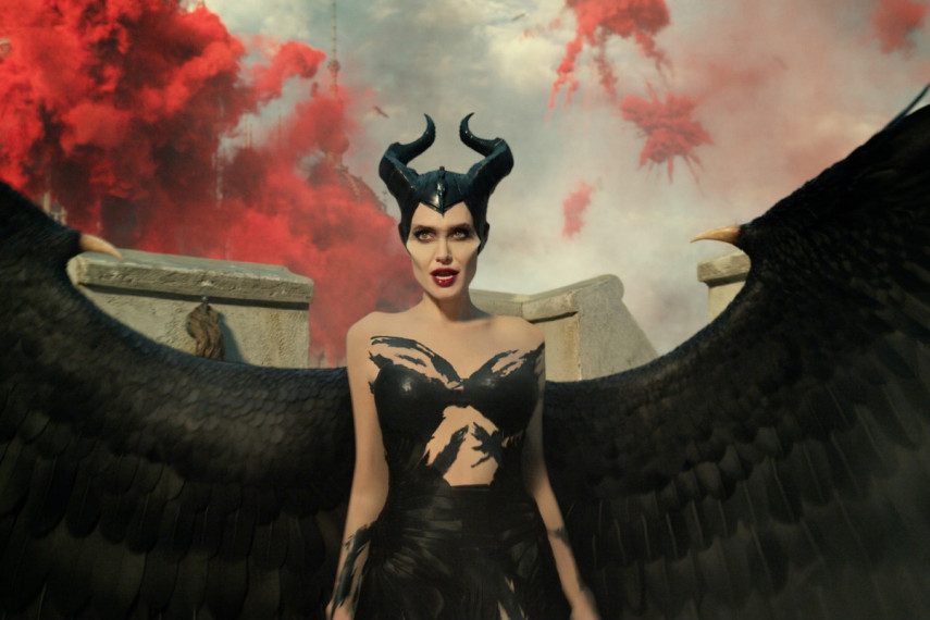 /db_data/movies/maleficent2/scen/l/410_11_-_Maleficent_Angelina_Jolie_ov_org.jpg