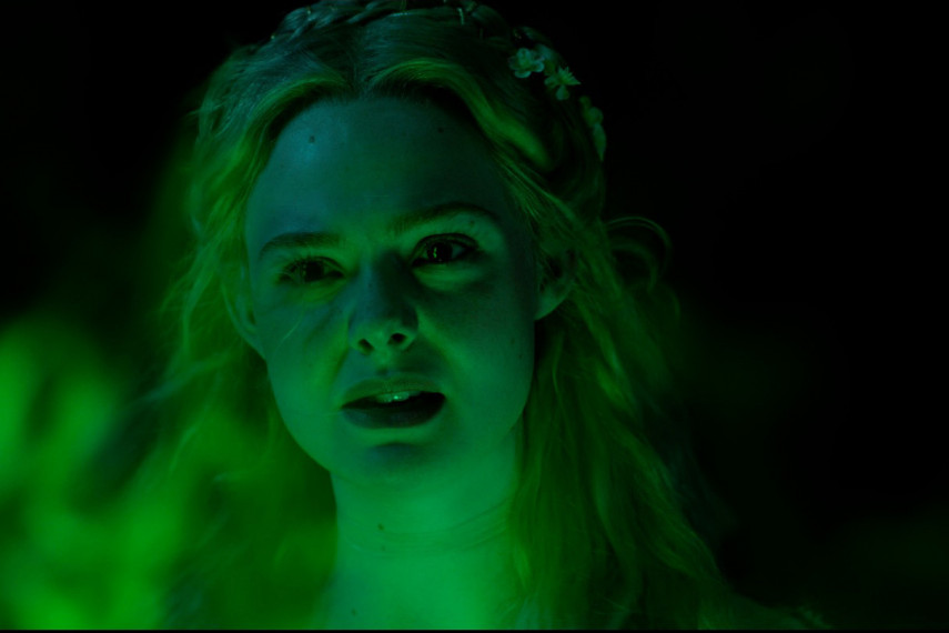 /db_data/movies/maleficent2/scen/l/410_15_-_Princess_Aurora_Elle_Fanning_ov_org.jpg