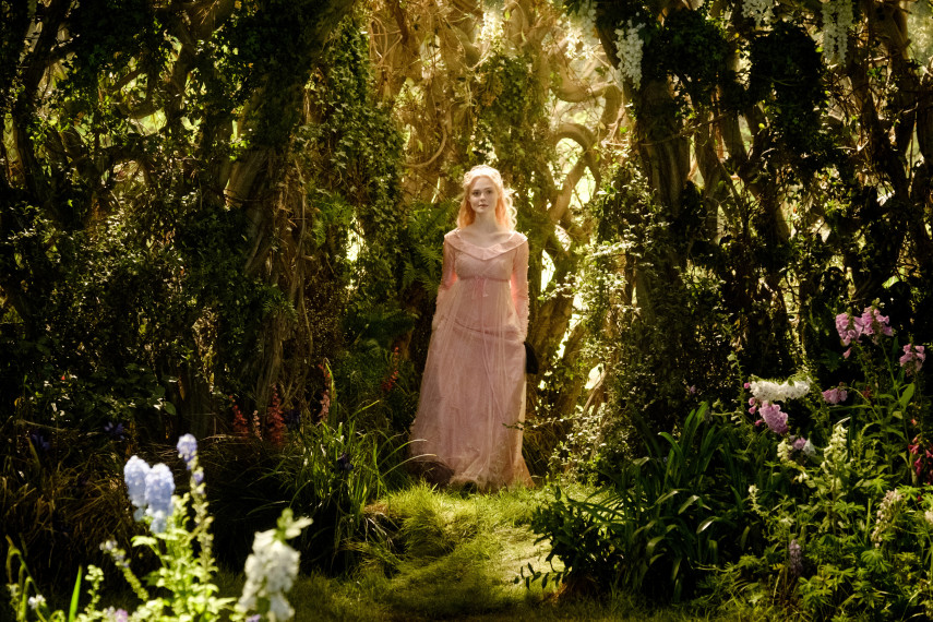/db_data/movies/maleficent2/scen/l/410_19_-_Princess_Aurora_Elle_Fanning_ov_org.jpg