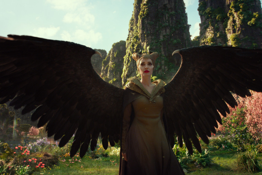 /db_data/movies/maleficent2/scen/l/410_31_-_Maleficent_Angelina_Jolie_ov_org.jpg
