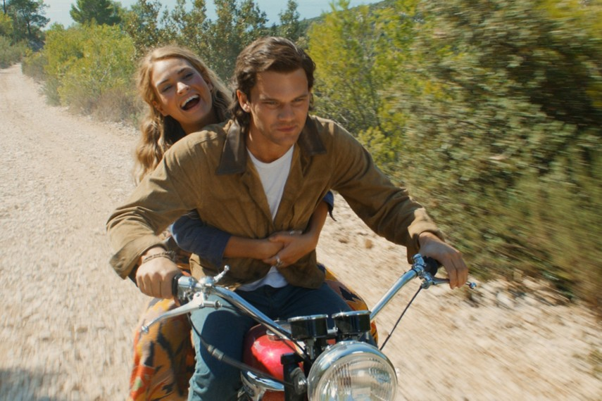 /db_data/movies/mammamia2/scen/l/410_07_-_Young_Donna_Lily_Jame.jpg
