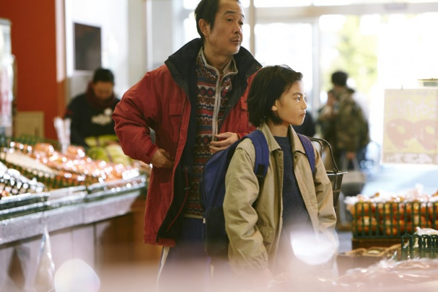 /db_data/movies/manbikikazoku/scen/l/SHOPLIFTERS-Kore-eda-01_c__201.jpg
