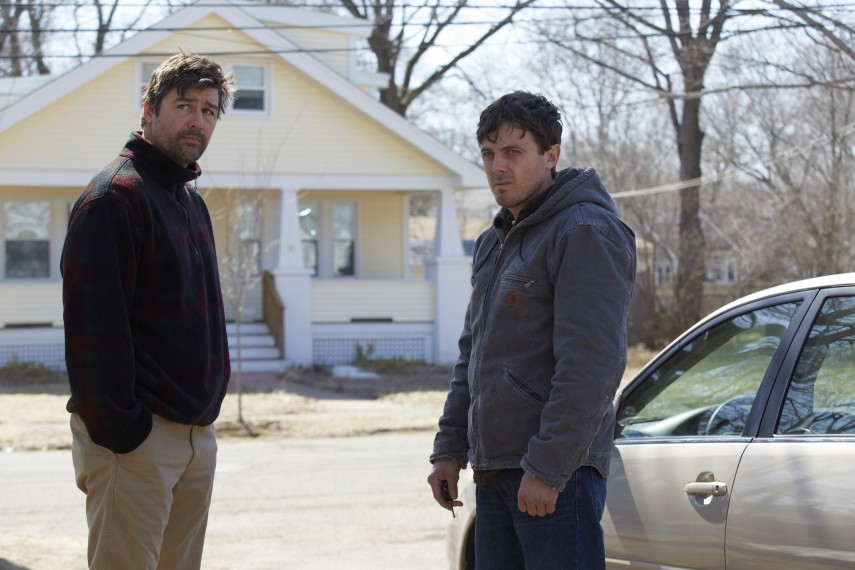 /db_data/movies/manchesterbythesea/scen/l/Kyle_Chandler_and_Casey_Afflec.jpg