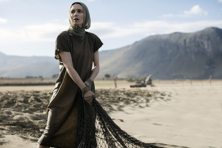 /db_data/movies/marymagdalene/scen/l/410_02_-_Mary_Rooney_Mara.jpg