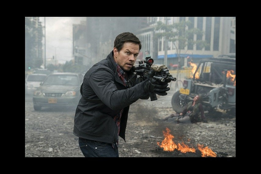 /db_data/movies/mile22/scen/l/410_06_-_James_Silva_Mark_Wahlberg.jpg