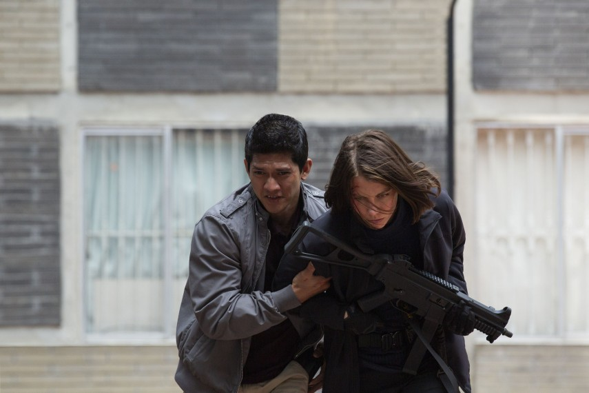 /db_data/movies/mile22/scen/l/410_09_-_Li_Noor_Iko_Uwais__Alice_Lauren_Cohan.jpg