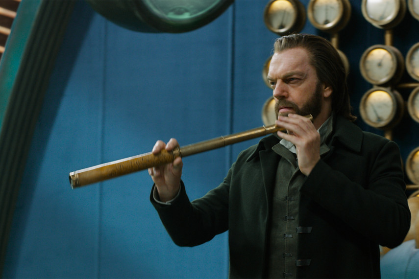 /db_data/movies/mortalengines/scen/l/410_05_-_Thaddeus_Hugo_Weaving_ov_original.jpg