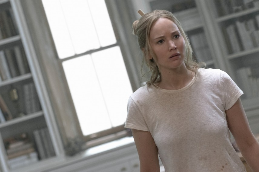 /db_data/movies/mother2017/scen/l/410_04_-_Mother_Jennifer_Lawrence.jpg