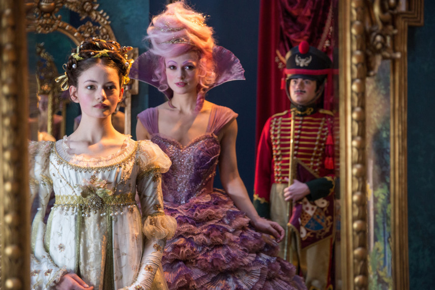 /db_data/movies/nutcrackerandthefourrealms/scen/l/410_07_-_Clara_Mackenzie_Foy_S.jpg