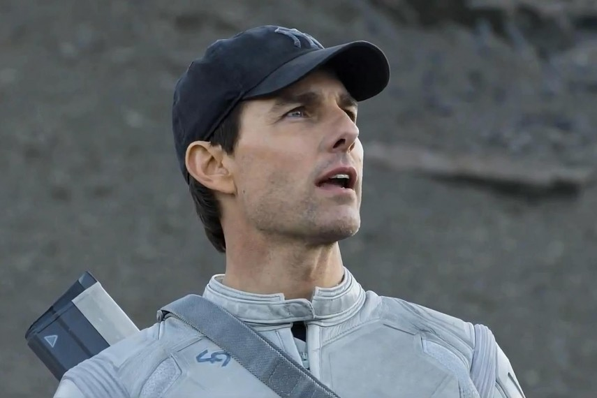 /db_data/movies/oblivion/scen/l/Oblivion movie Tom Cruise Wallpaper.jpg