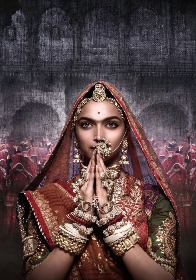 /db_data/movies/padmavati/artwrk/l/30 x 40 Backlit_Deepika Namaste_Clean.jpg