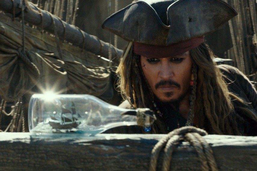 /db_data/movies/piratesofthecaribbean5/scen/l/410_05_-_Captain_Jack_Sparrow__1.jpg