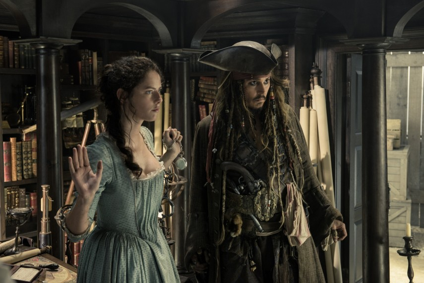 /db_data/movies/piratesofthecaribbean5/scen/l/410_17_-_Carina_Kaya_Scodelari.jpg