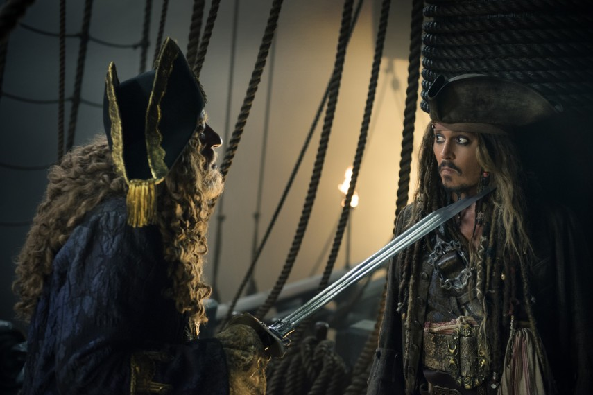 /db_data/movies/piratesofthecaribbean5/scen/l/410_18_-_Barbossa_Geoffrey_Rus.jpg