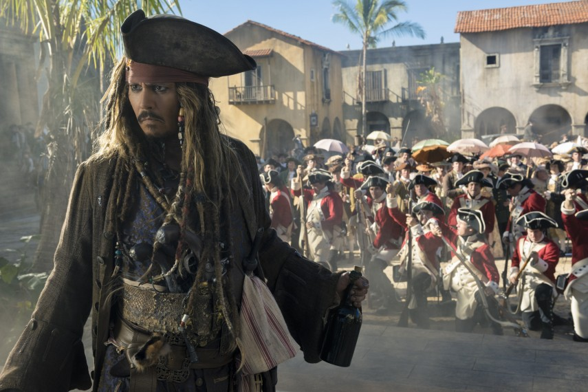 /db_data/movies/piratesofthecaribbean5/scen/l/410_19_-_Captain_Jack_Sparrow_Johnny_Depp.jpg