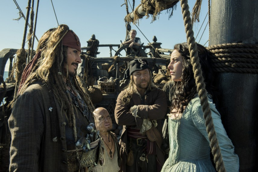 /db_data/movies/piratesofthecaribbean5/scen/l/410_20_-_Captain_Jack_Sparrow_.jpg