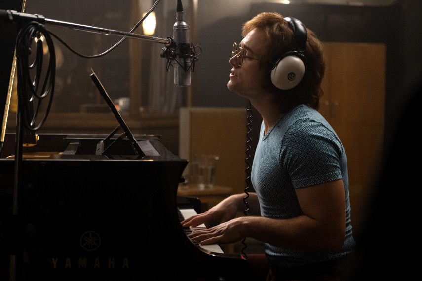 /db_data/movies/rocketman/scen/l/410_03_-_Elton_John_Taron_Egerton_ov.jpg