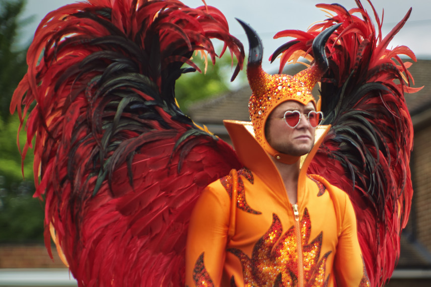 /db_data/movies/rocketman/scen/l/410_08_-_Elton_John_Taron_Egerton_ov_org.jpg