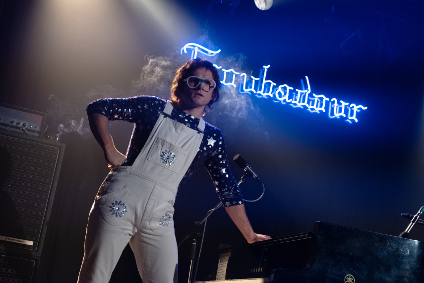 /db_data/movies/rocketman/scen/l/410_15_-_Elton_John_Taron_Egerton_ov_org.jpg