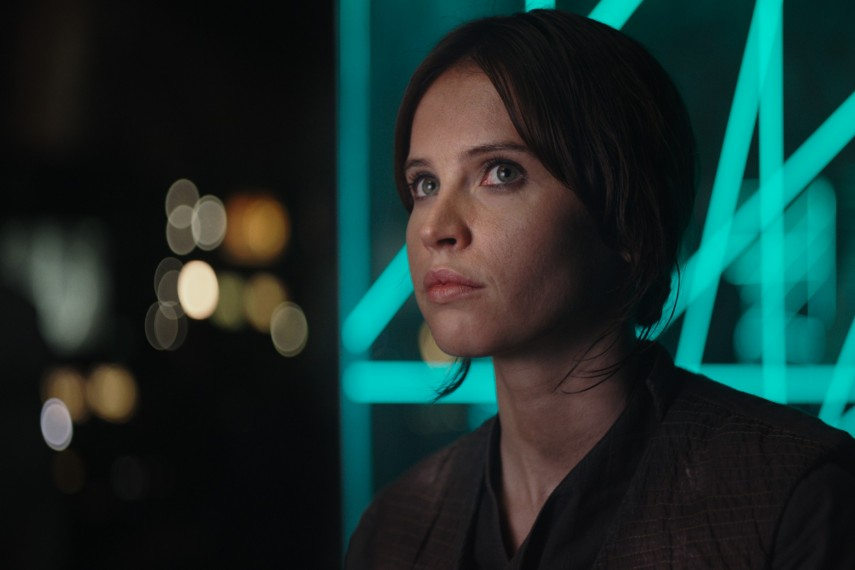 /db_data/movies/rogueoneastarwarsstory/scen/l/410_02_-_Jyn_Erso_Felicity_Jones.jpg