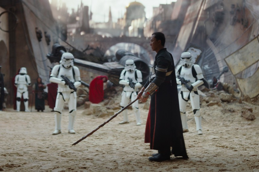 /db_data/movies/rogueoneastarwarsstory/scen/l/410_05_-_Donnie_Yen.jpg