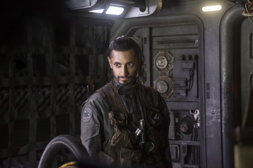 /db_data/movies/rogueoneastarwarsstory/scen/l/410_14_-_Bodhi_Rook_Riz_Ahmed.jpg