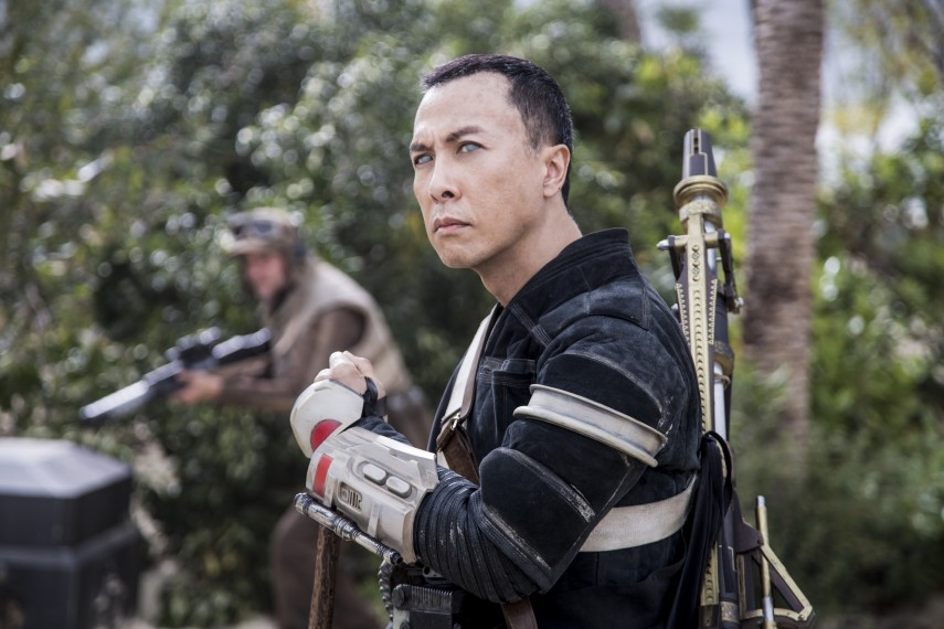/db_data/movies/rogueoneastarwarsstory/scen/l/410_15_-_Chirrut_mwe_Donnie_Yen.jpg