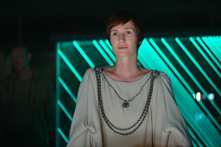 /db_data/movies/rogueoneastarwarsstory/scen/l/410_26_-_Mon_Mothma_Genevieve_OReilly.jpg