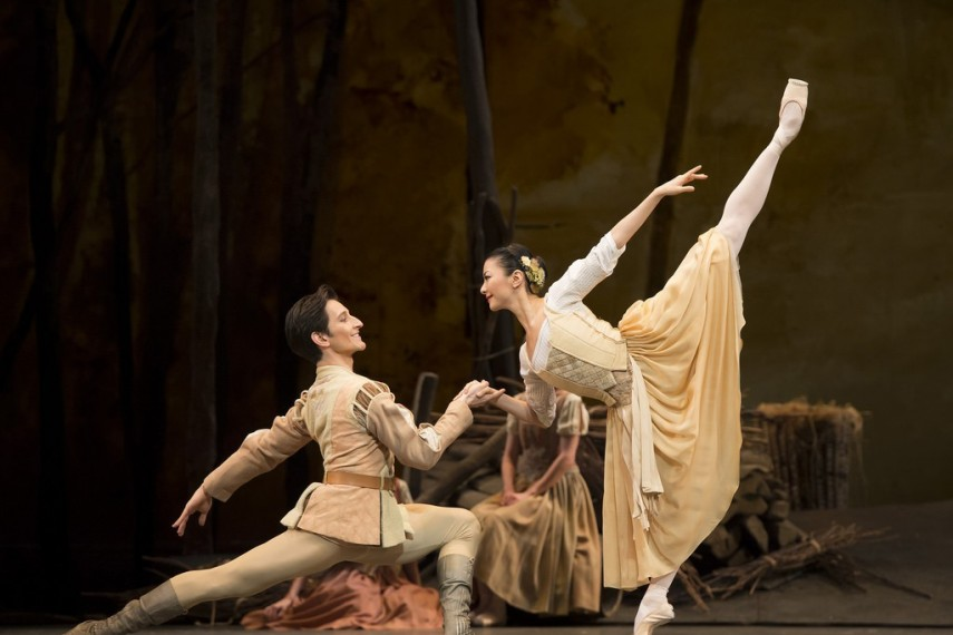 /db_data/movies/royaloperahousegiselle/scen/l/14044344901_cd11fdb300_b.jpg