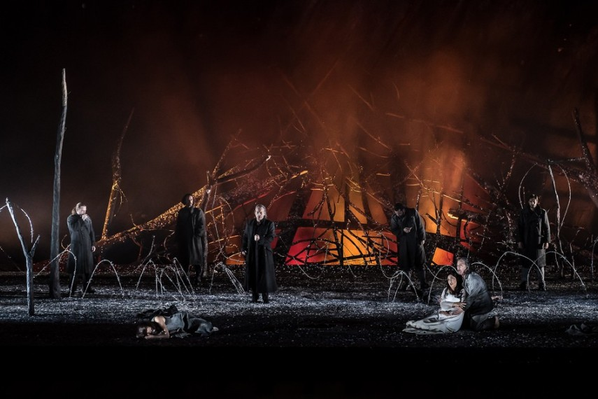 /db_data/movies/royaloperahouseiltrovatore/scen/l/27492453933_5da51962c7_b.jpg