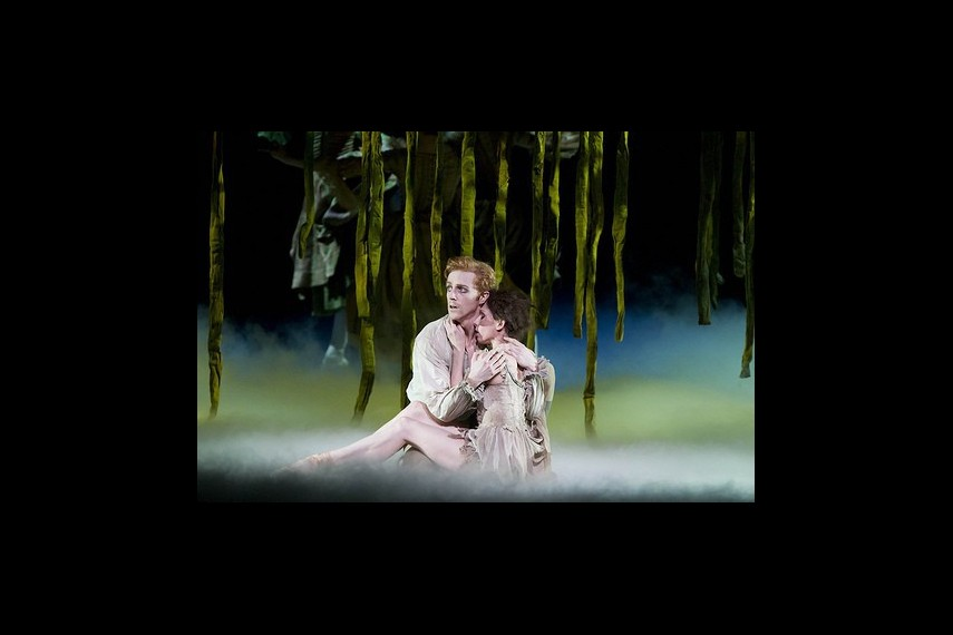 /db_data/movies/royaloperahousemanon/scen/l/6048517393_460235179c.jpg