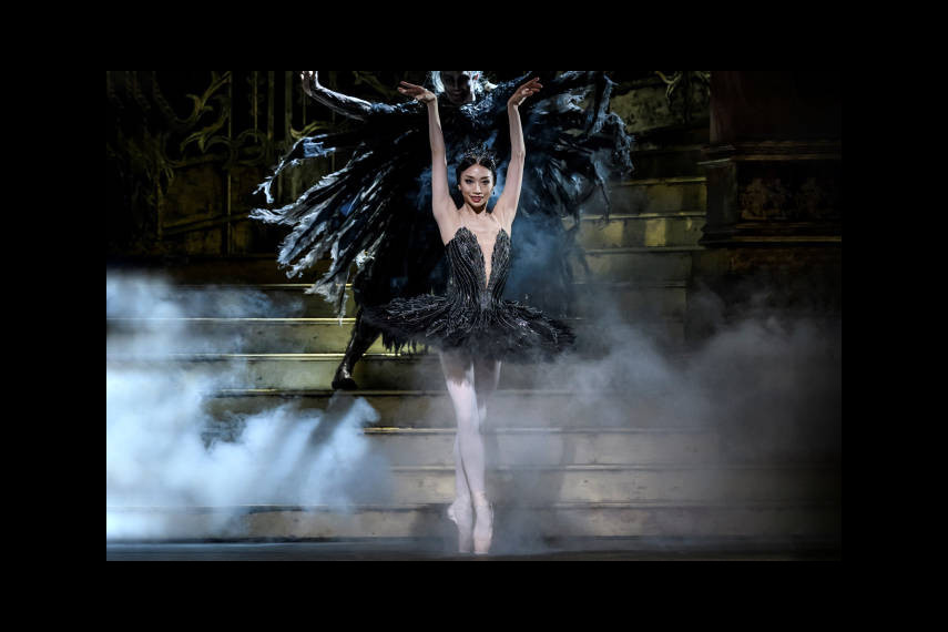 /db_data/movies/royaloperahouseswanlake2019/scen/l/slide-image.jpg